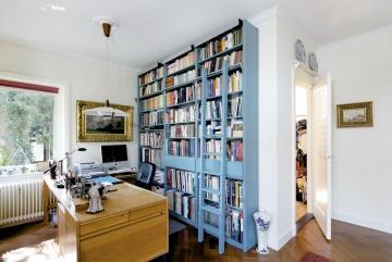 Boekenkast met trap en laden, lak 5018