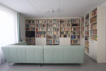 Massief houten boekenkasten , RAL9002 grijswit