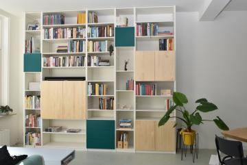 Multifunctionele boekenkast, massief hout, lak blank, RAL9010 en RAL6026