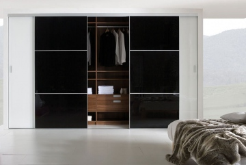 Noteborn Couture schuifdeurkast op maat, zwart gecoat glas