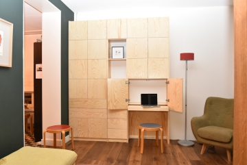 Studie en werkplek van massief vurenhout en multiplex (sperrholz), blank gelakt